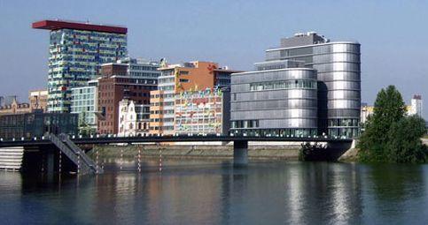 NRW's Metropolen und Wanderwege erkunden