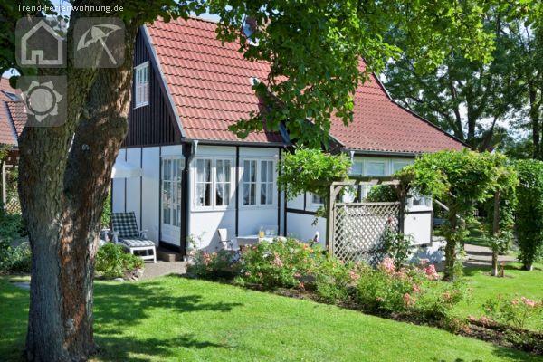 kleines landhaus im gr nen in gr mitz. Black Bedroom Furniture Sets. Home Design Ideas